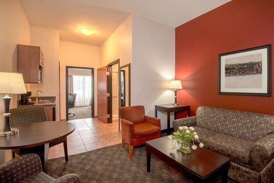 Casper, WY: Deluxe Suite living area