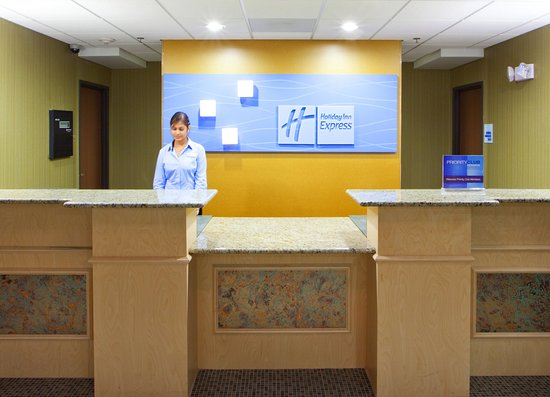 Holiday Inn Express Hotel & Suites Thornburg-S. Fredericksburg: Welcome and be greeted by our Friendly Staff