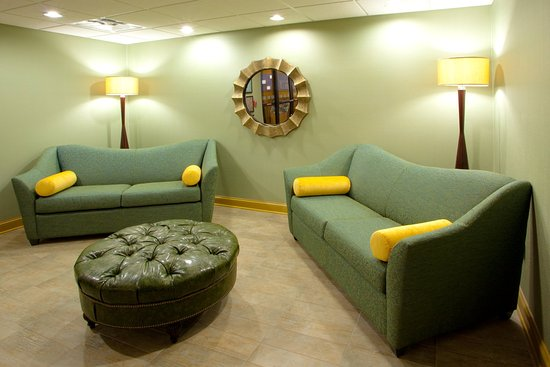 Holiday Inn Express Hotel & Suites Thornburg-S. Fredericksburg: Relax in our cozy Hotel Lobby before Check-in
