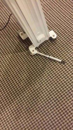 أبولو هوتل أوكلاند: Broken heater - not working.