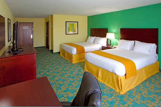 Thornburg, VA: Our 2 Queen Beds Guest Room are Spacious to Relax