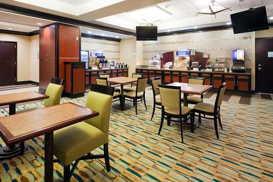 Saraland, ألاباما: Breakfast Bar