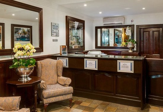 Protea Hotel Dorpshuis & Spa : Front Desk