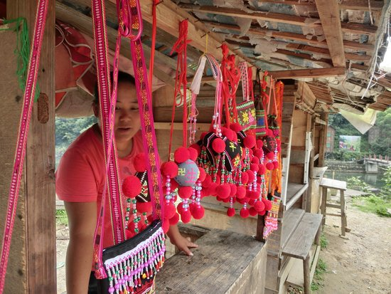 Ruyuan County, Çin: Nice Local people and you can buy local hand-made items