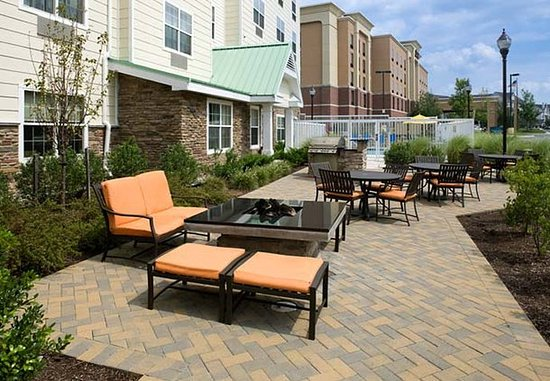 Hanover, MD: Outdoor Patio & Grill