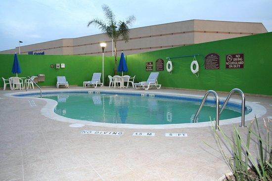 Holiday Inn Express Hotel & Suites Toluca Zona Aeropuerto: Swimming Pool
