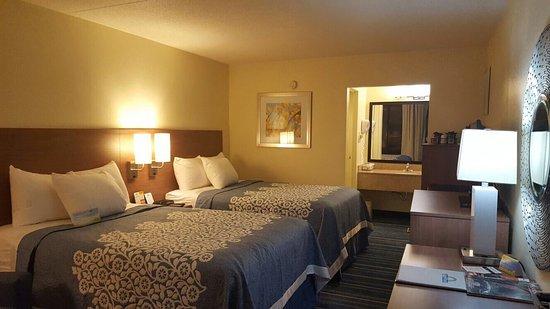 picture of days inn by wyndham newark. Black Bedroom Furniture Sets. Home Design Ideas