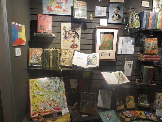Wamego, KS: OZ Books Memorabelia Case