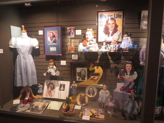 Wamego, KS: Dorothy Memorabelia Case