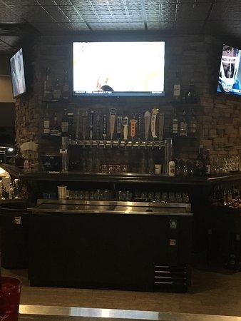 เฟอร์กัสฟอลส์, มินนิโซตา: Socials Bar & Grill