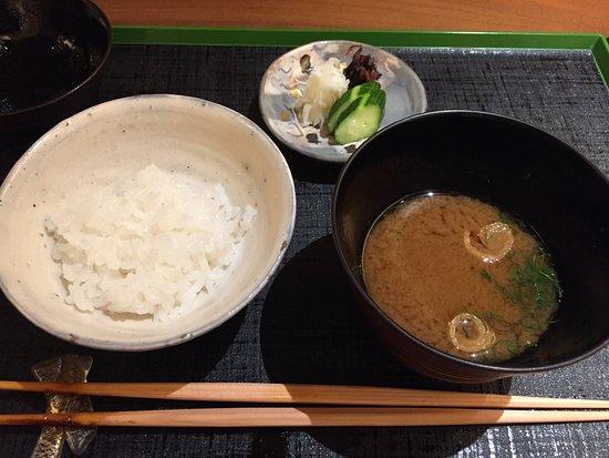 Ashiya, Japan: ご飯、味噌汁、香の物