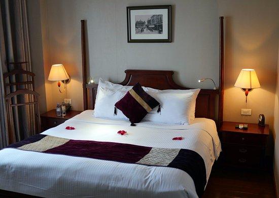 Essence Hanoi Hotel & Spa: Chambre au 7° étage vue sur cours