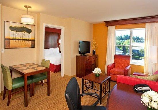 Auburn, ME: One-Bedroom Suite