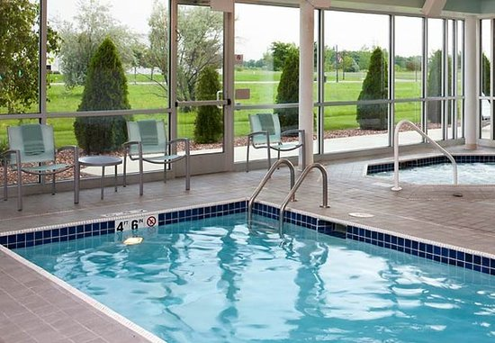 Saginaw, MI: Indoor Pool & Whirlpool