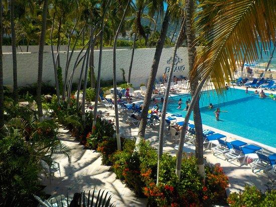 Elcano Hotel: alberca sin sombrita...