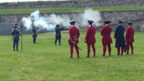 Louisbourg, Kanada: Firing Muskets