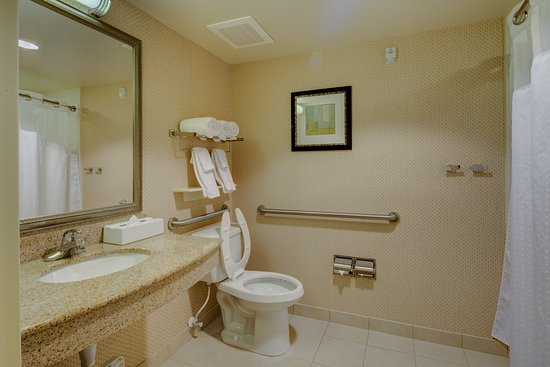 Dublin, OH: Two Queen Beds Hearing Accessible Bathroom