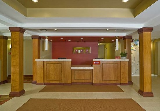 TownePlace Suites Laconia Gilford: Front Desk