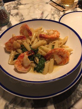 Mercato Della Pescheria: Shrimp and penne= YUM