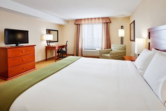 Holiday Inn Express Hotel & Suites Clarington - Bowmanville: King Bed Guest Room