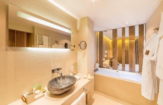 Grau Roig Andorra Boutique Hotel & Spa: Grau Roig Hotel Andorra Authentic Bathroom