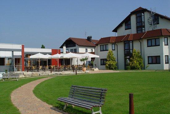 Gaufelden, Tyskland: Exterior View - Summertime