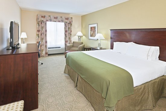 Brownfield, TX: King Bed Guest Room