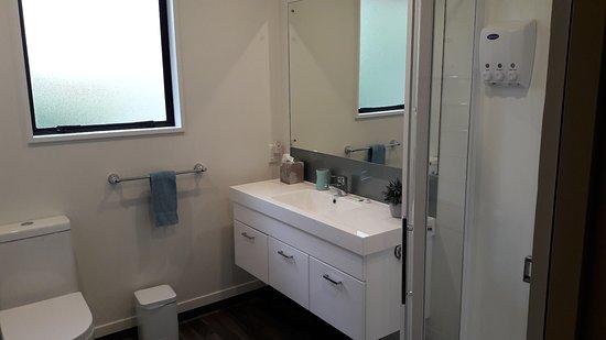 Serenity Motels: Bathroom of 3-Bdrm