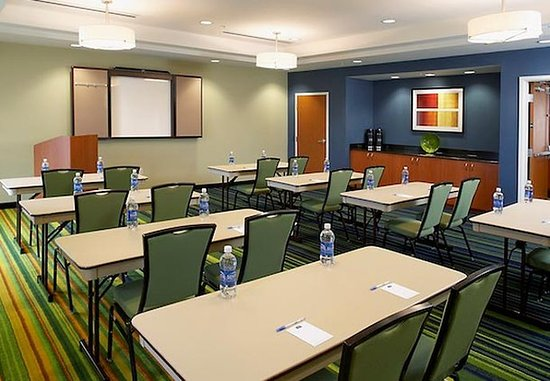 Fairfield Inn & Suites Cumberland: Meeting Room