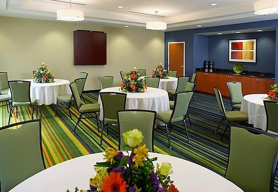 Fairfield Inn & Suites Cumberland: Banquet Room