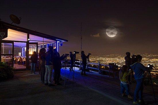 Valle Azul Restaurante: Banquete en la Terraza de Valle Azul