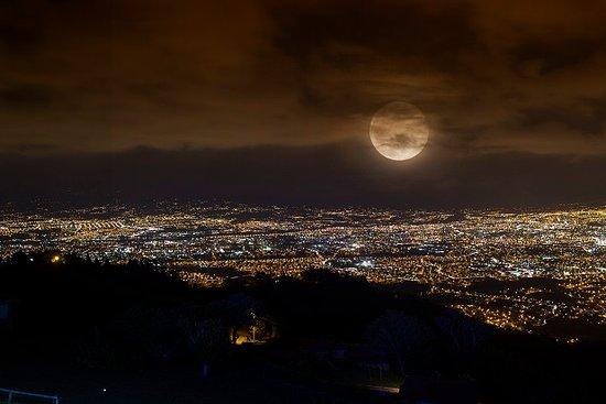 Valle Azul Restaurante: Observando la Luna desde Mirador Valle Azul