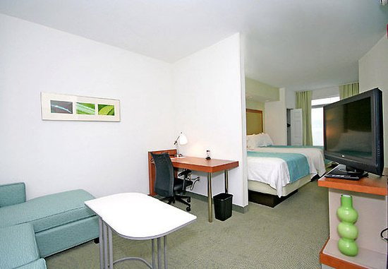 SpringHill Suites Winston-Salem Hanes Mall: Double/Double Suite Living Area