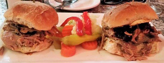 Malta, État de New York : Duckwich Sliders w/ tart cherry chutney, foie gras spread & balsamic spread.