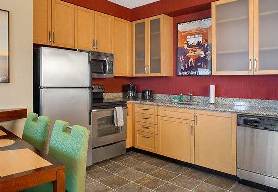 Hunt Valley, MD: Two-Bedroom Suite Kitchen