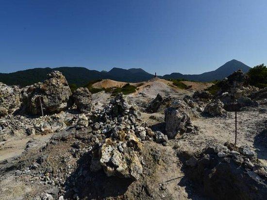 Mt. Osore Sai no Kawara : 岩がつながる場所