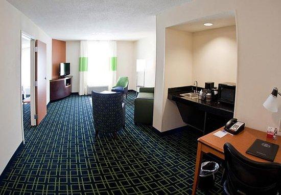 Pelham, AL: Extended One-Bedroom Suite Living Area