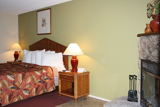 Munds Park, AZ: Mini Suite w/ Fireplace