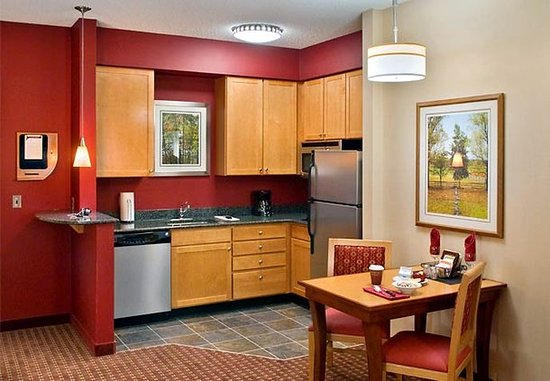 Branchburg, NJ: Fully-Equipped Kitchen