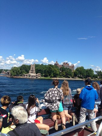 Gananoque, Canada: VIEW OF HEART ISLAND BOLDT CASTLE FROM BOAT