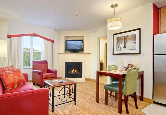 Colchester, Vermont: One-Bedroom Fireplace Suite