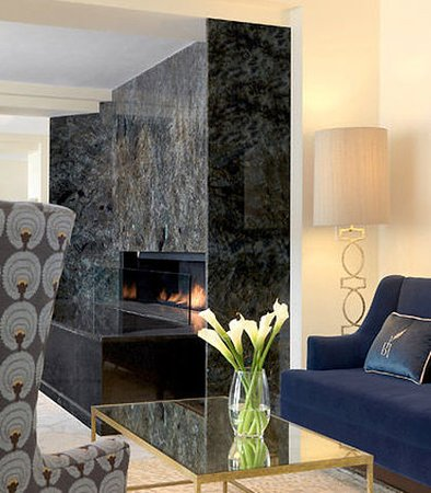 Hotel Blackhawk, Autograph Collection: Entry Lobby Fireplace