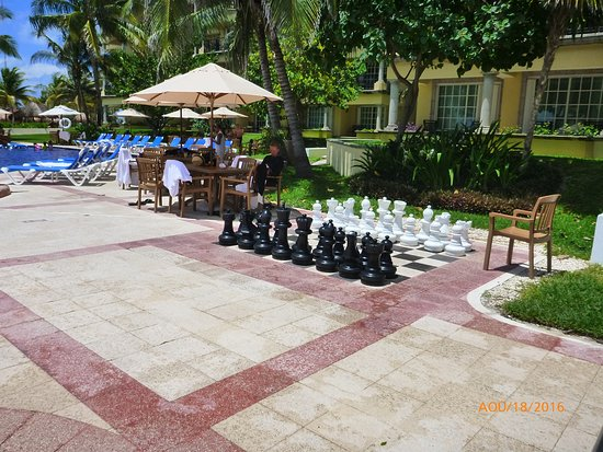 En bordure de piscine picture of hotel marina el cid spa for Pool bordure