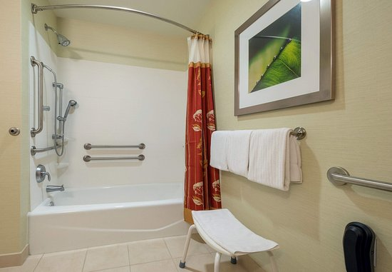 Alexandria, LA: Accessible Guest Bathroom