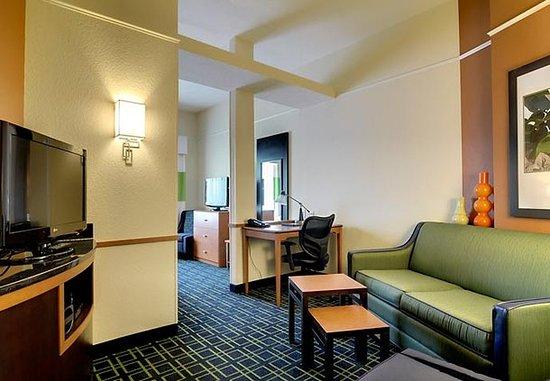 Ottawa, IL: Suite Living Area