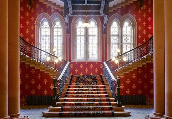 St. Pancras Renaissance Hotel London: Grand Staircase