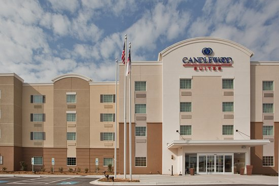 Candlewood Suites Fayetteville: Hotel Exterior