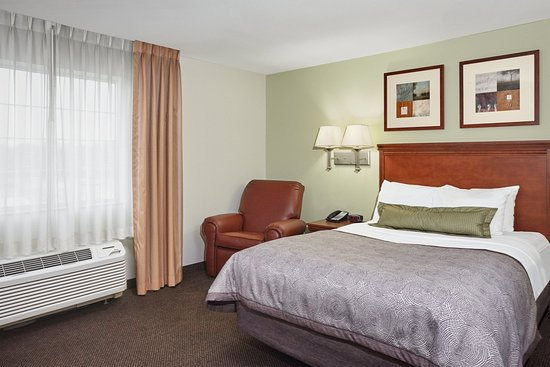 Candlewood Suites Fayetteville: One Bedroom Suite Bedroom