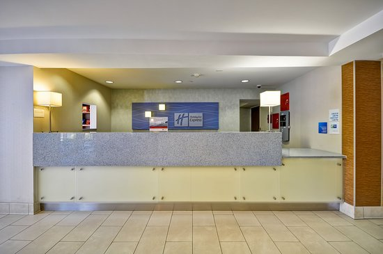 Holiday Inn Express Romulus / Detroit Airport: Front Desk