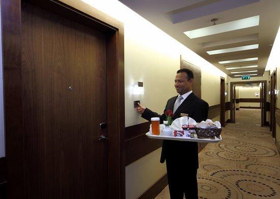 Crowne Plaza Riyadh Minhal: Room Service Breakfast